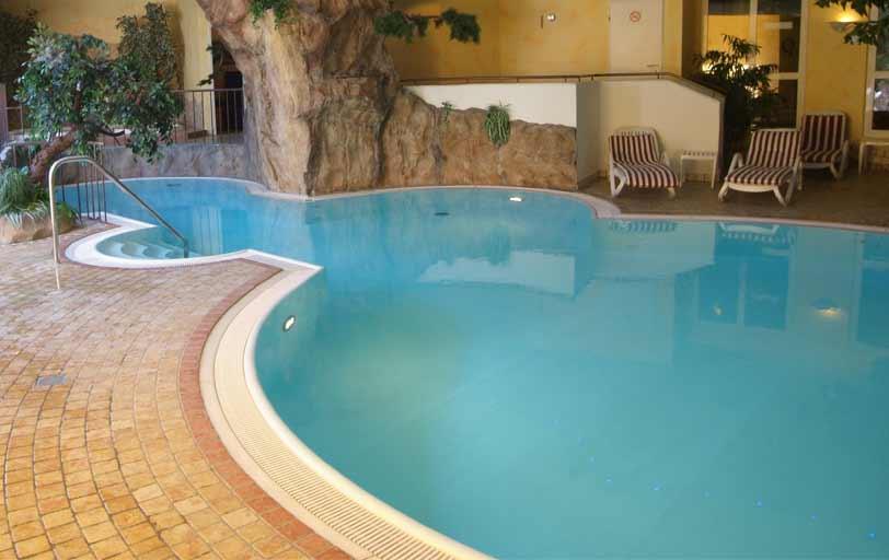 nuerminger-wellness-schwimmbad-DSCF4715-812x815